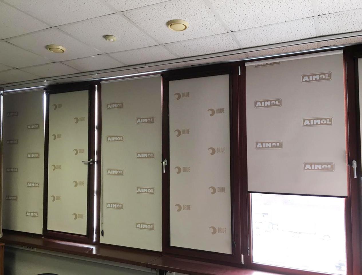 Рулонные шторы с логотипом для офиса Aimol Lubricants