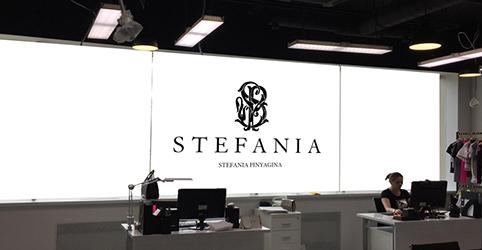 Рулонные шторы с логотипом для шоу-рума детской одежды STEFANIA